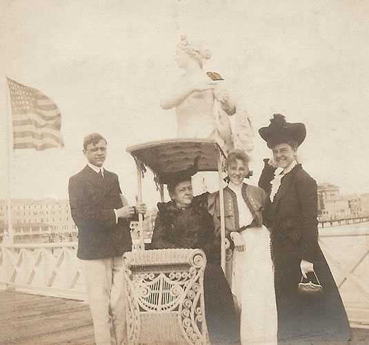 Claggett Wilson with his mother on Heintz's Pier.